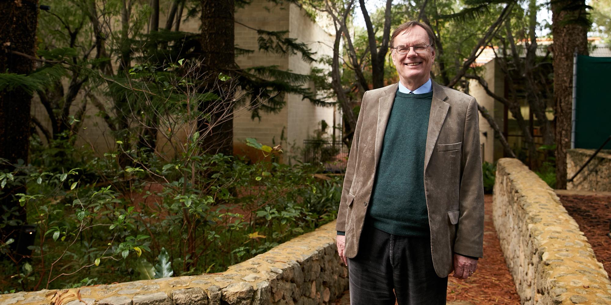 Dr Nicholas Bannan